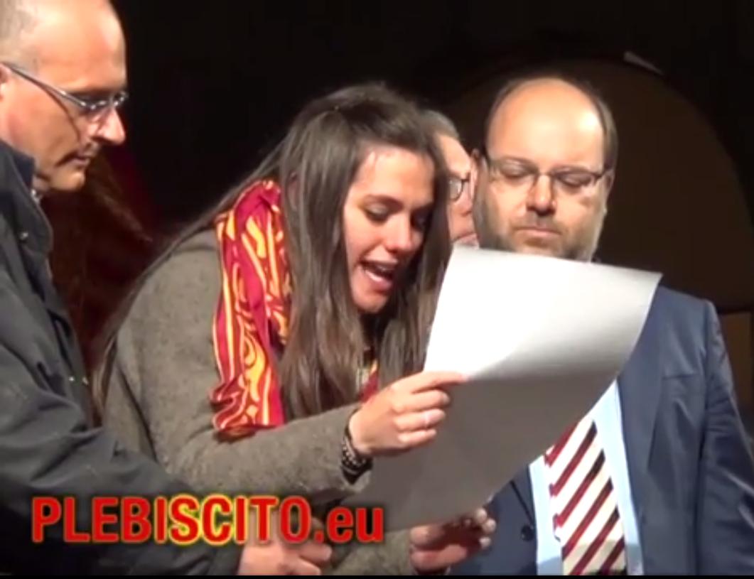 Pubblichiamo il video della lettura del Decreto 1/2014 della Repubblica Veneta per l'ESENZIONE FISCALE TOTALE, durante la Manifestazione in Piazza dei Signori di VICENZA di venerdì 11 aprile 2014, con la proclamazione solenne anche delle ragioni che hanno portato al controllo delle risorse fiscali venete.