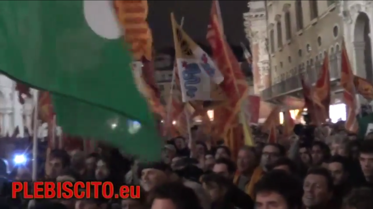 Pubblichiamo i video con la presentazione iniziale della serata di Vicenza 11 aprile in Piazza dei Signori e con gli interventi dei relatori nella seconda parte della serata.