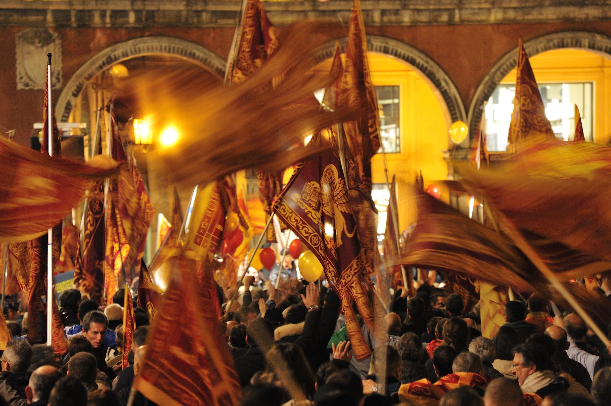 La differenza tra le regioni europee che riprendono con vigore la marcia verso l'indipendenza e il Veneto è dato dalla presenza a Venezia di una dirigenza compromessa con il sistema marcio italiano. È giunta l'ora di sostenere l'organizzazione che ha saputo imporre la questione veneta nel mondo. L'elezione di Carles Puigdemont quale 130° Presidente della […]